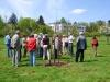 Führung mit Dipl. Ing. Manfred Handke durch den Herrschaftlichen Obstgarten [Foto: Dr. E. Handke]
